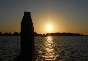 sundown-op-het-water
